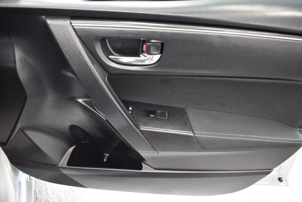 2017 Toyota Corolla SE CVT - 17971219 - 22