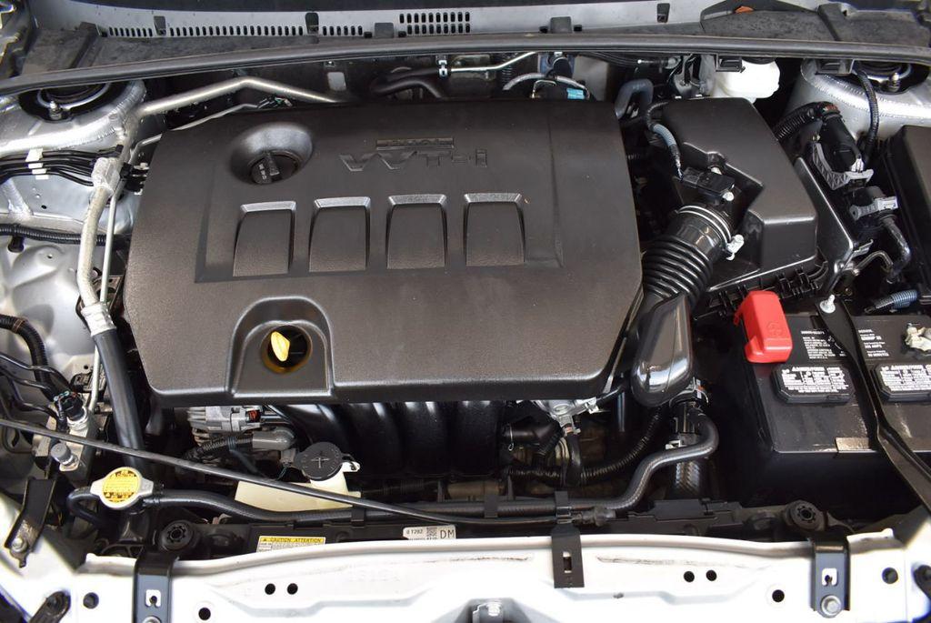 2017 Toyota Corolla SE CVT - 17971219 - 24