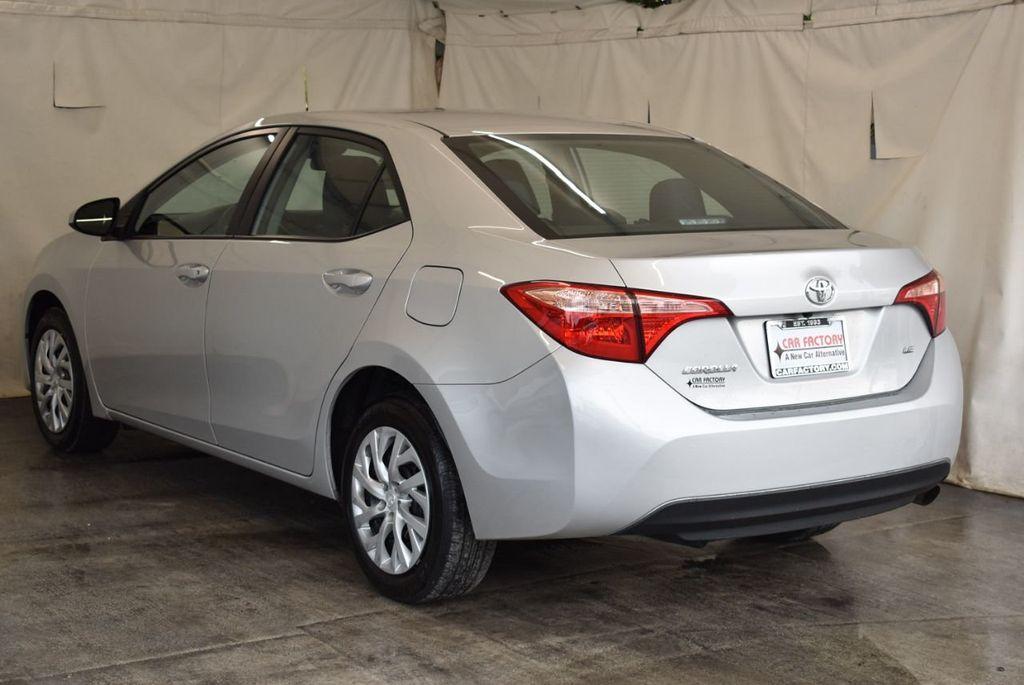 2017 Toyota Corolla SE CVT - 17971219 - 3