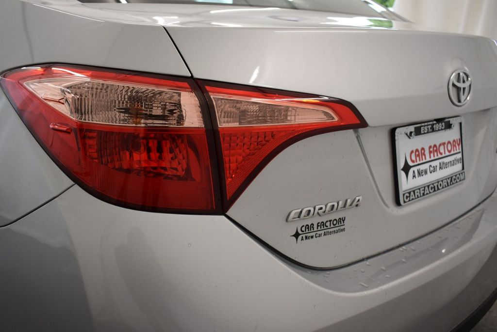 2017 Toyota Corolla SE CVT - 17971219 - 4