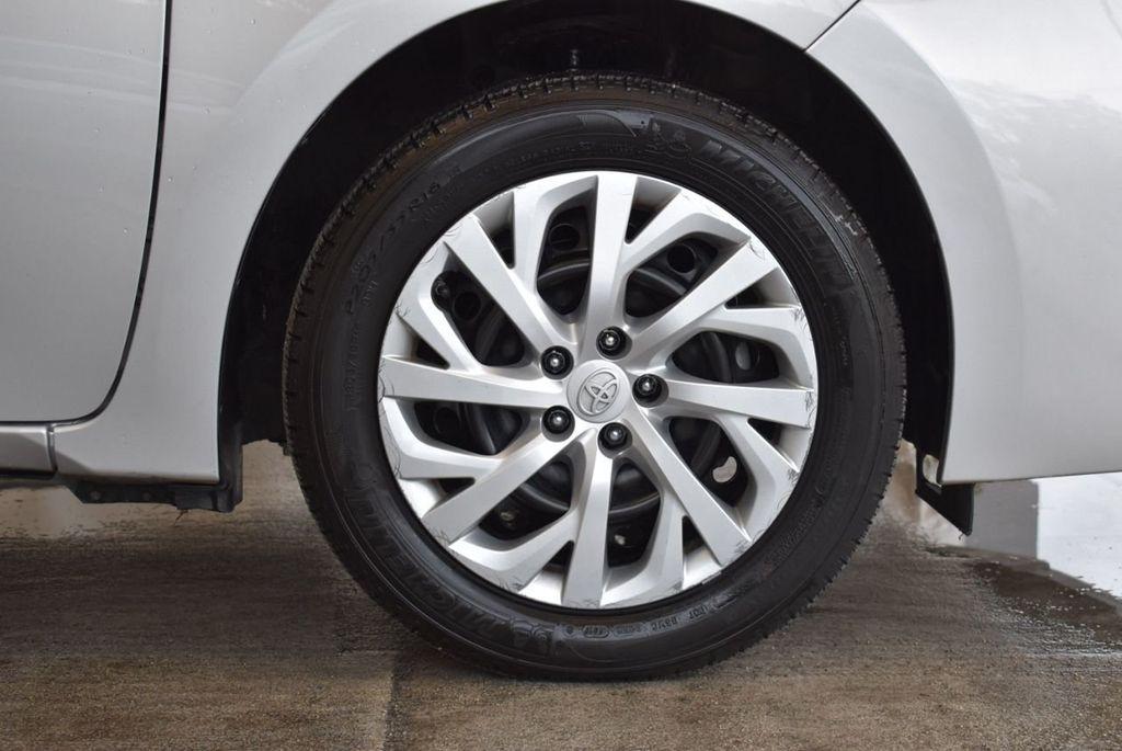 2017 Toyota Corolla SE CVT - 17971219 - 6