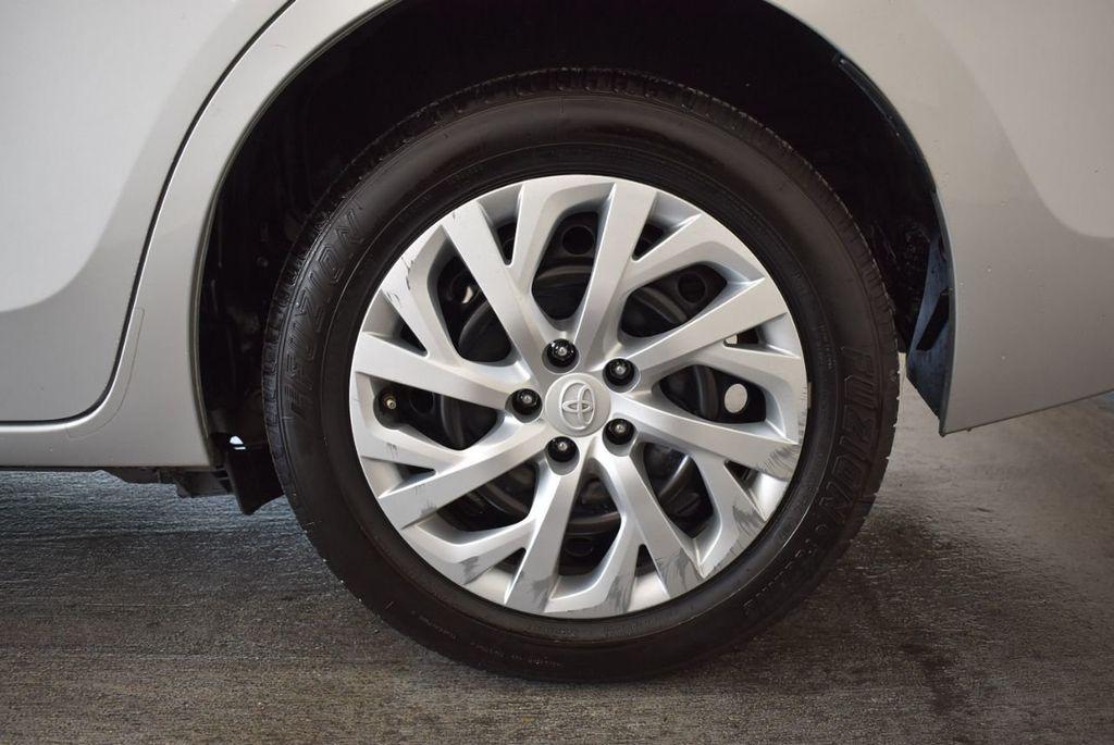 2017 Toyota Corolla SE CVT - 17971219 - 8