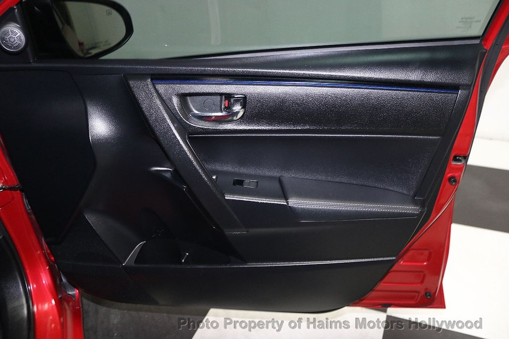 2017 Toyota Corolla SE MODEL - 17842912 - 11