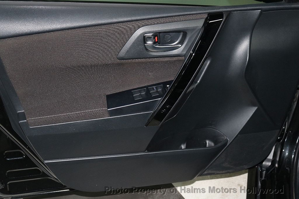 2017 Toyota Corolla iM Custom Car - 18588529 - 9