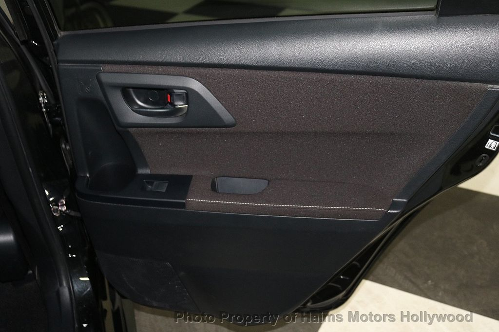 2017 Toyota Corolla iM Custom Car - 18588529 - 11