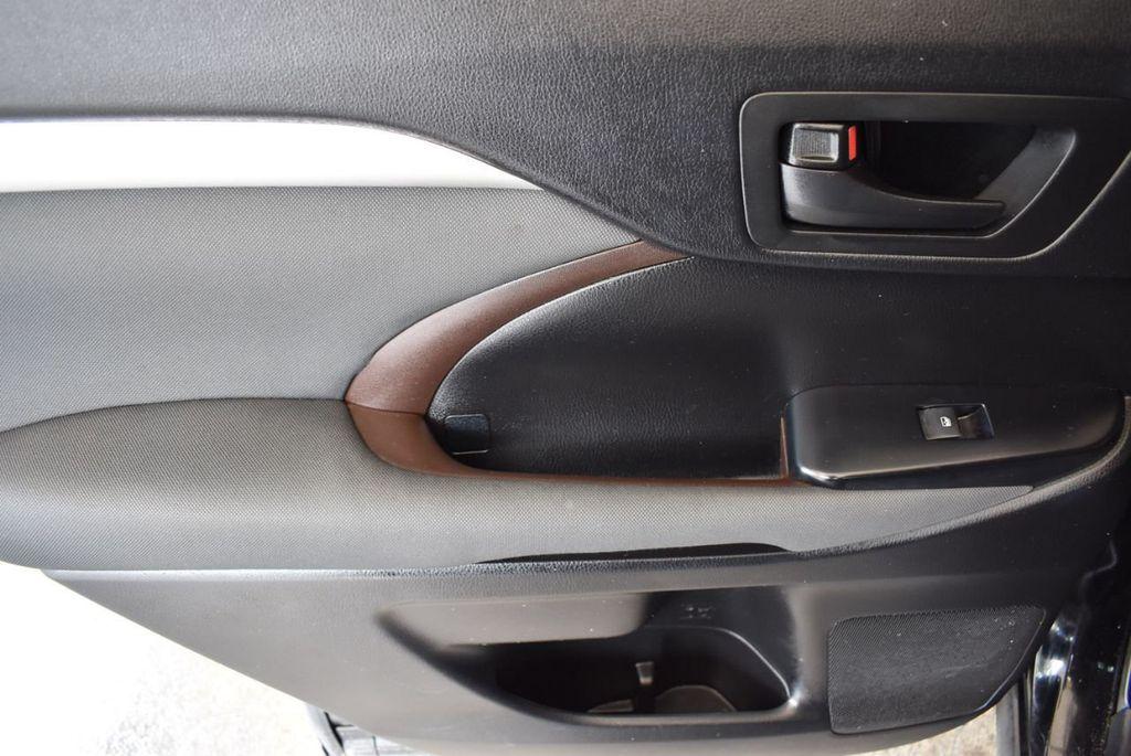 2017 Toyota Highlander LE I4 FWD - 18044376 - 11