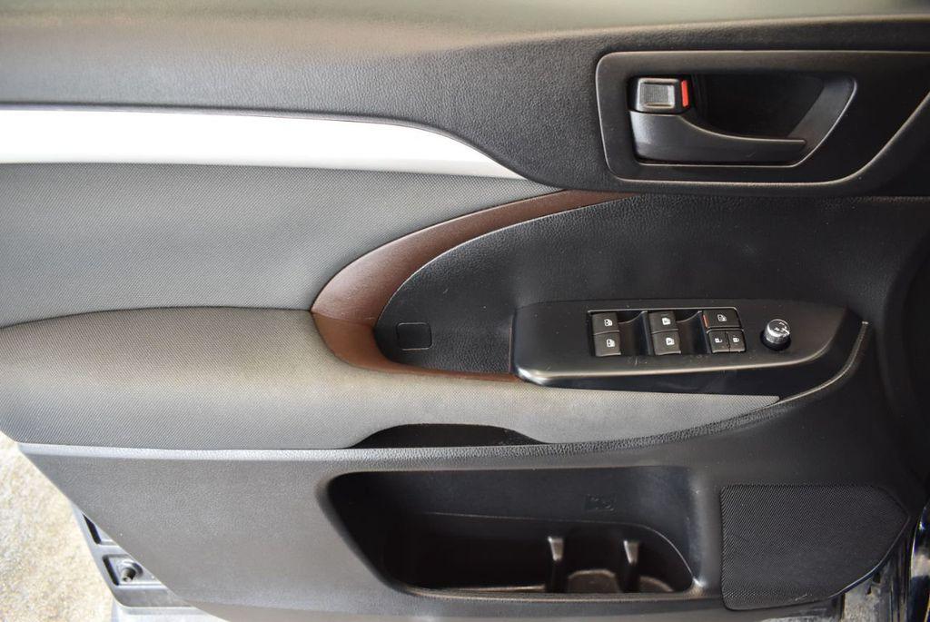 2017 Toyota Highlander LE I4 FWD - 18044376 - 12