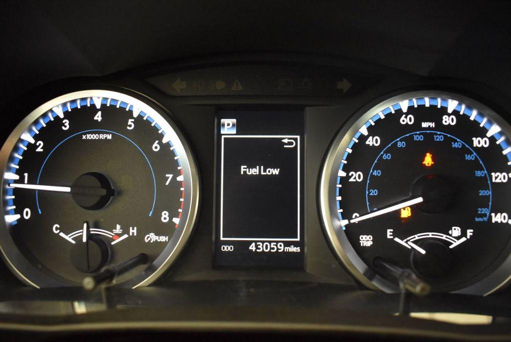 2017 Toyota Highlander LE I4 FWD - 18044376 - 14