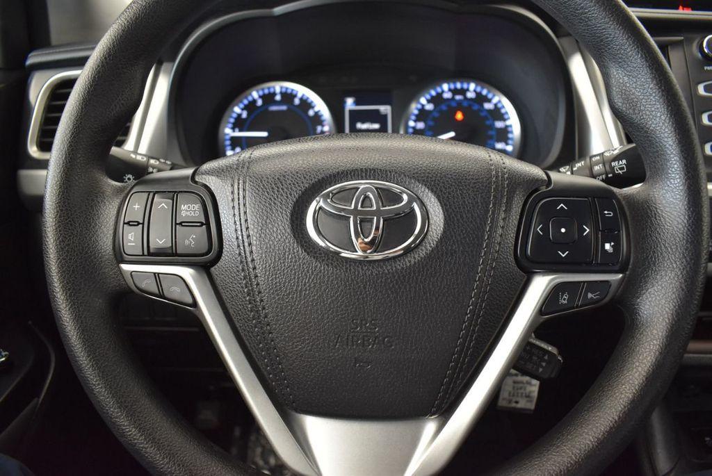 2017 Toyota Highlander LE I4 FWD - 18044376 - 15