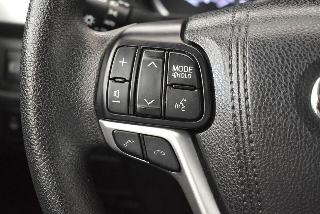 2017 Toyota Highlander LE I4 FWD - 18044376 - 17