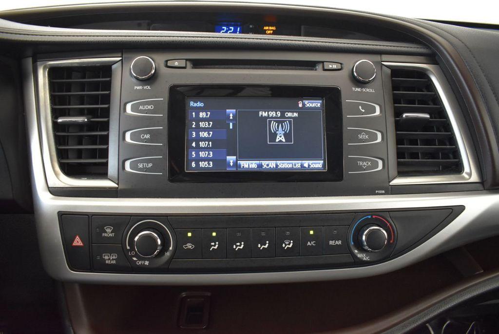2017 Toyota Highlander LE I4 FWD - 18044376 - 18