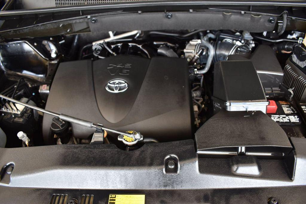 2017 Toyota Highlander LE I4 FWD - 18044376 - 24