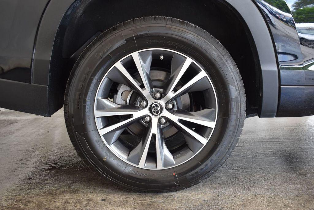 2017 Toyota Highlander LE I4 FWD - 18044376 - 7