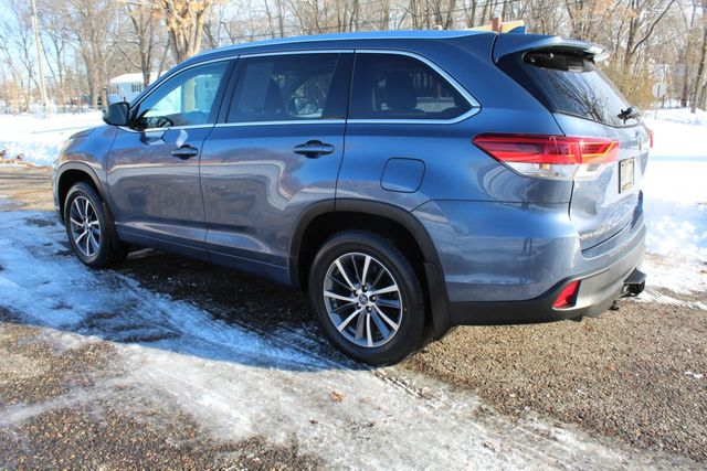 2017 Toyota Highlander XLE ONE OWNER AWD W/ NEW TIRES - Click to see full-size photo viewer