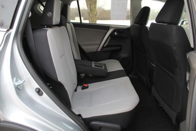 2017 Toyota RAV4 ONE OWNER XLE  MOONROOF - Click to see full-size photo viewer