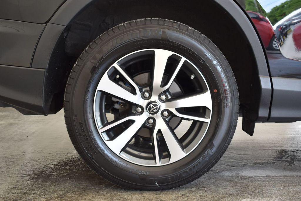 2017 Toyota RAV4 XLE FWD - 18070730 - 9