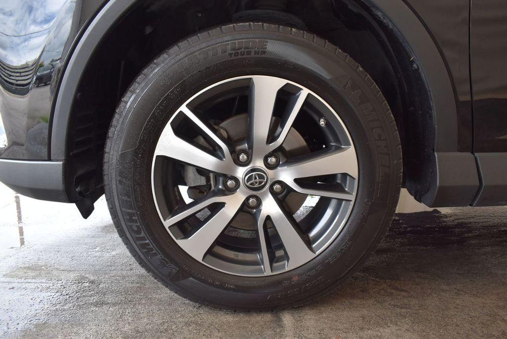 2017 Toyota RAV4 XLE FWD - 18070730 - 11
