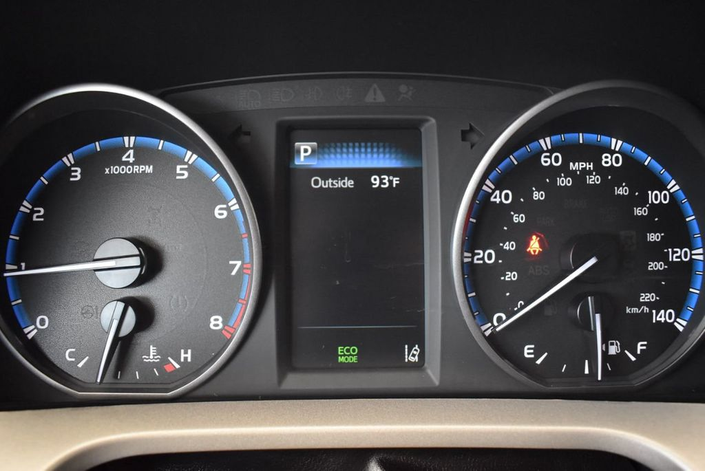 2017 Toyota RAV4 XLE FWD - 18070730 - 14