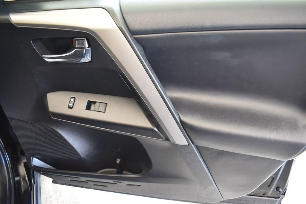 2017 Toyota RAV4 XLE FWD - 18070730 - 22