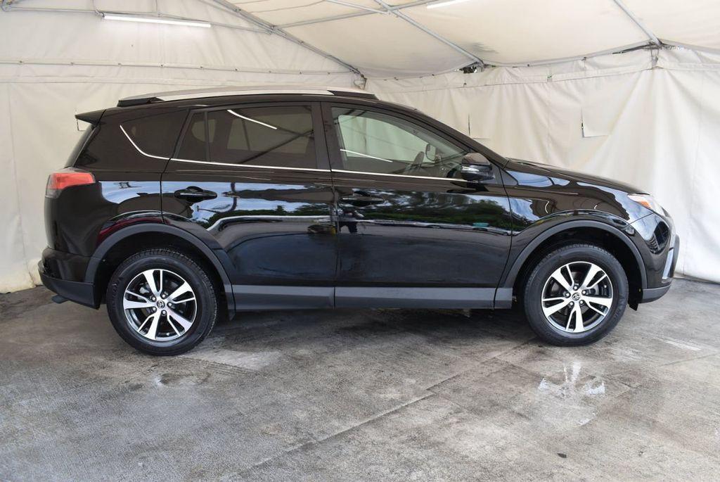 2017 Toyota RAV4 XLE FWD - 18070730 - 2