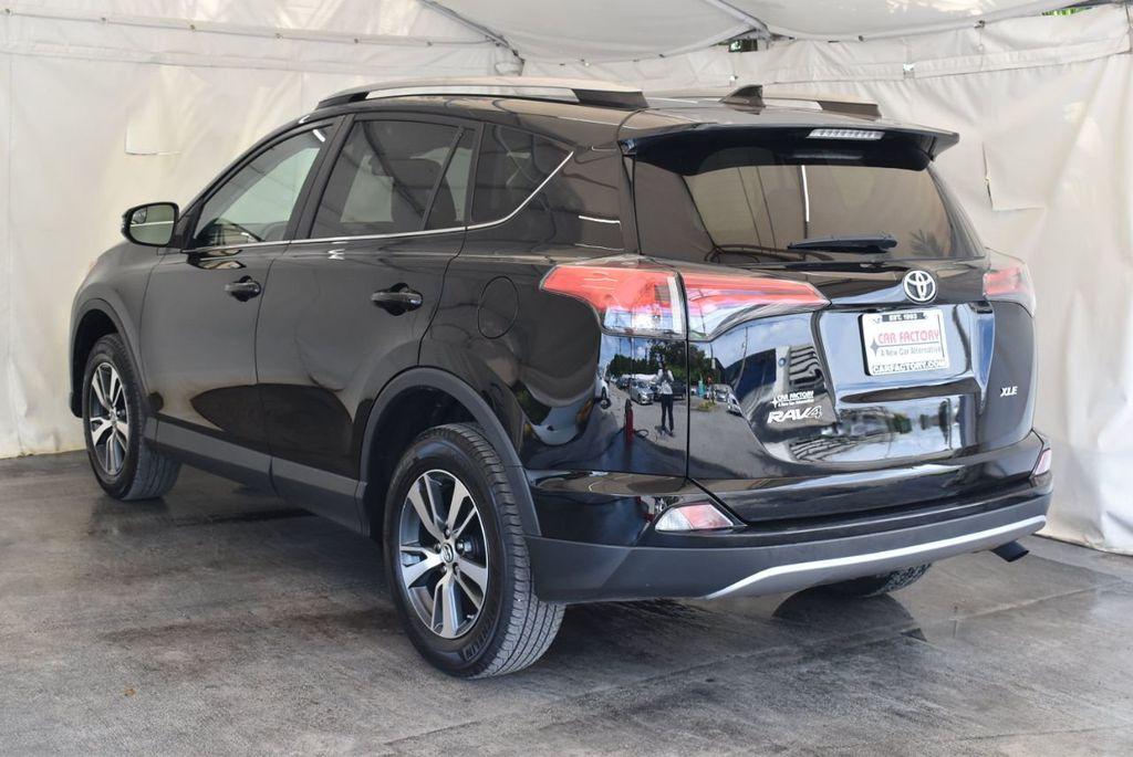 2017 Toyota RAV4 XLE FWD - 18070730 - 5