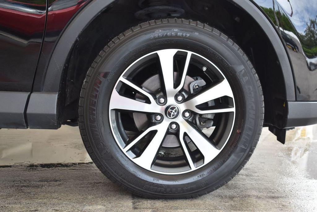 2017 Toyota RAV4 XLE FWD - 18070730 - 8