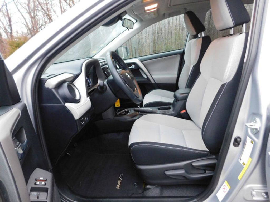 2017 Toyota RAV4 XLE FWD - 18495799 - 9