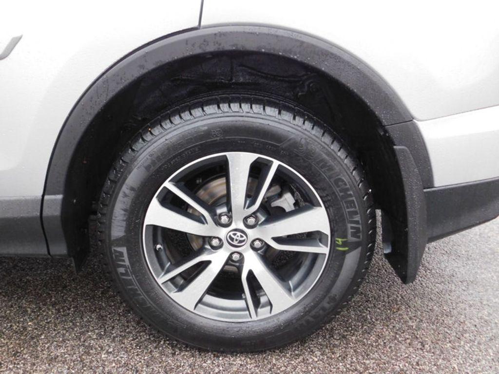 2017 Toyota RAV4 XLE FWD - 18495799 - 10