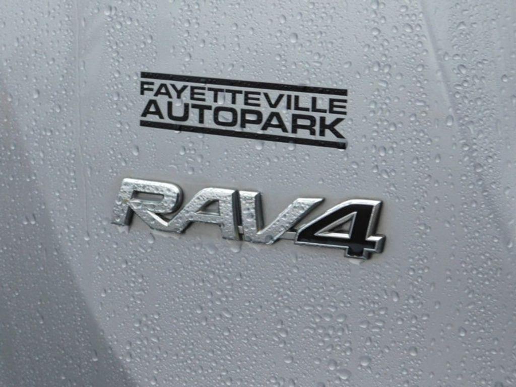 2017 Toyota RAV4 XLE FWD - 18495799 - 11