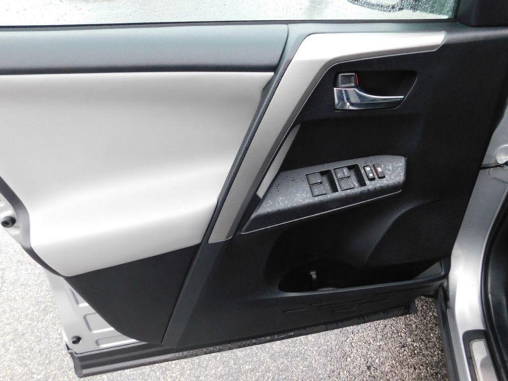 2017 Toyota RAV4 XLE FWD - 18495799 - 15
