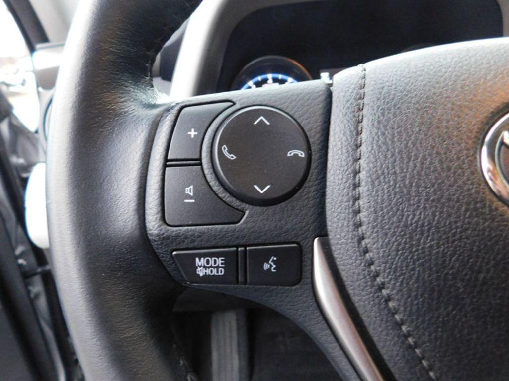 2017 Toyota RAV4 XLE FWD - 18495799 - 17