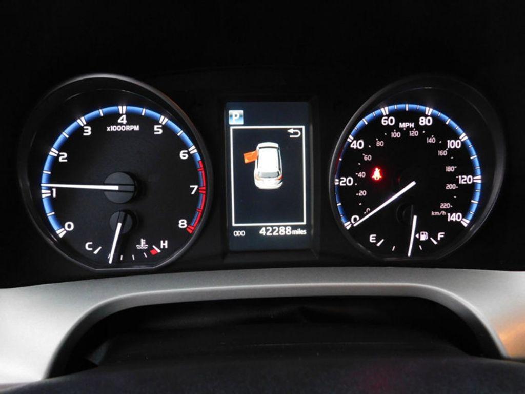 2017 Toyota RAV4 XLE FWD - 18495799 - 21