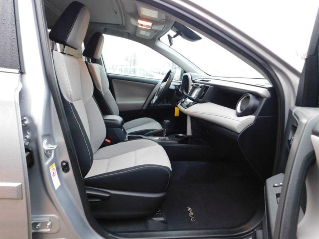 2017 Toyota RAV4 XLE FWD - 18495799 - 3