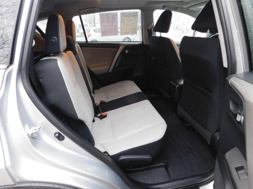 2017 Toyota RAV4 XLE FWD - 18495799 - 5