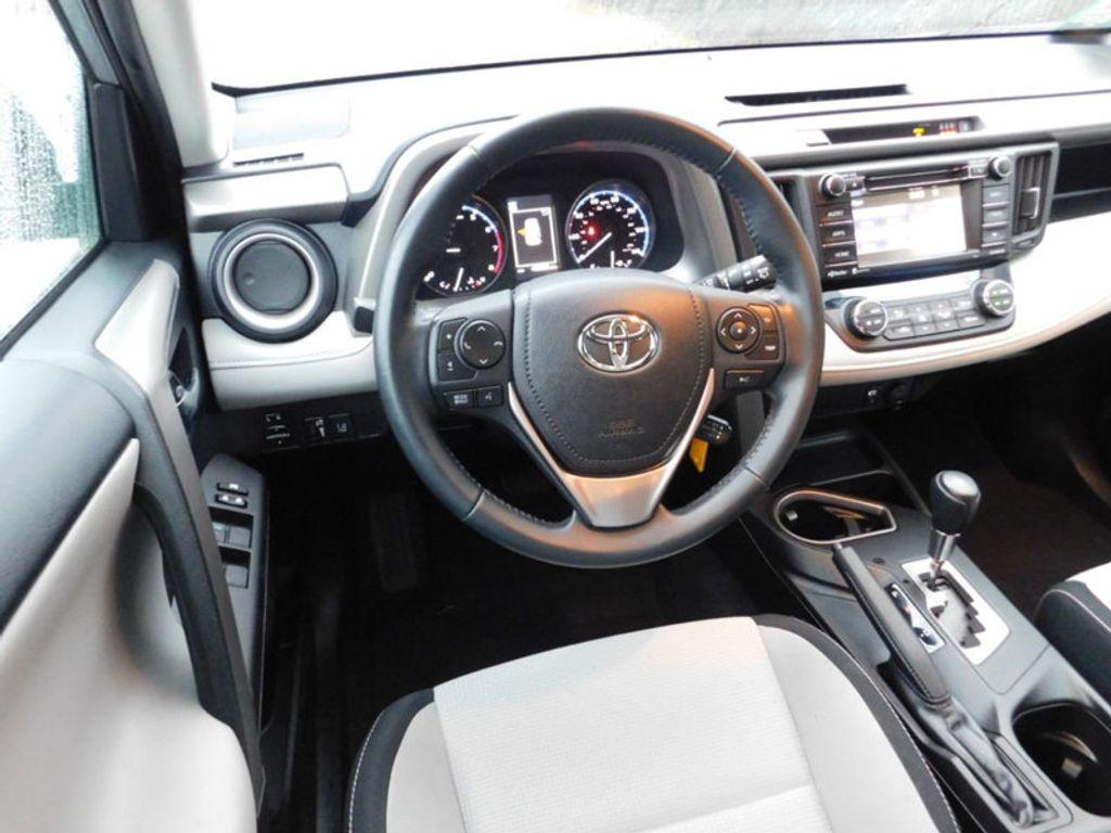 2017 Toyota RAV4 XLE FWD - 18495799 - 6