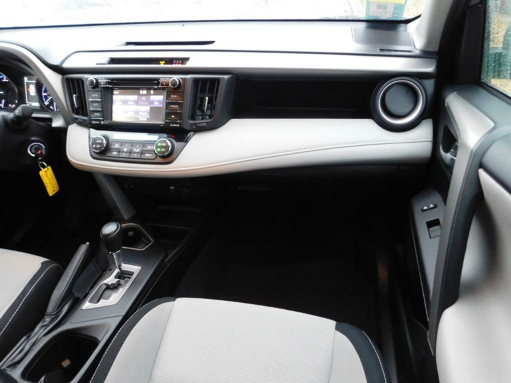 2017 Toyota RAV4 XLE FWD - 18495799 - 7