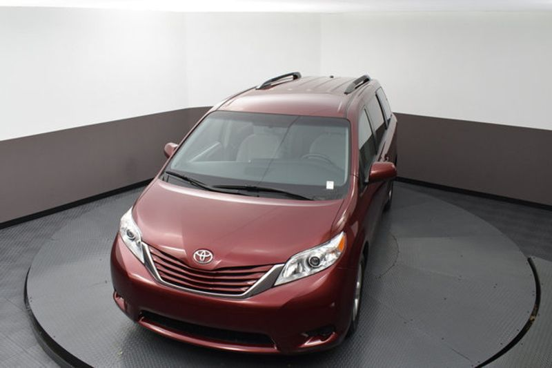 2017 Used TOYOTA SIENNA LE Automatic Access Seat FWD 7-Passenger at Benji  Auto Sales Serving West Park, FL, IID 19120052