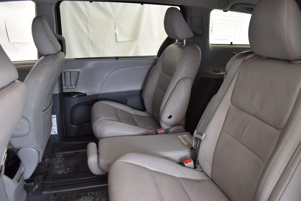 2017 Toyota Sienna L FWD 7-Passenger - 18093602 - 10