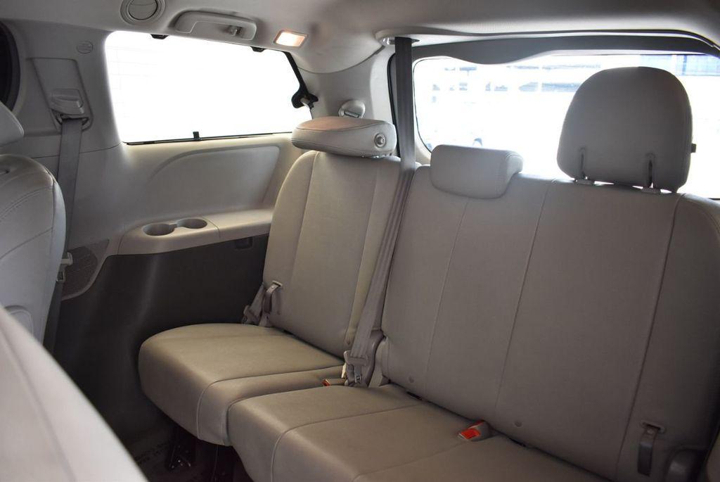 2017 Toyota Sienna L FWD 7-Passenger - 18093602 - 11