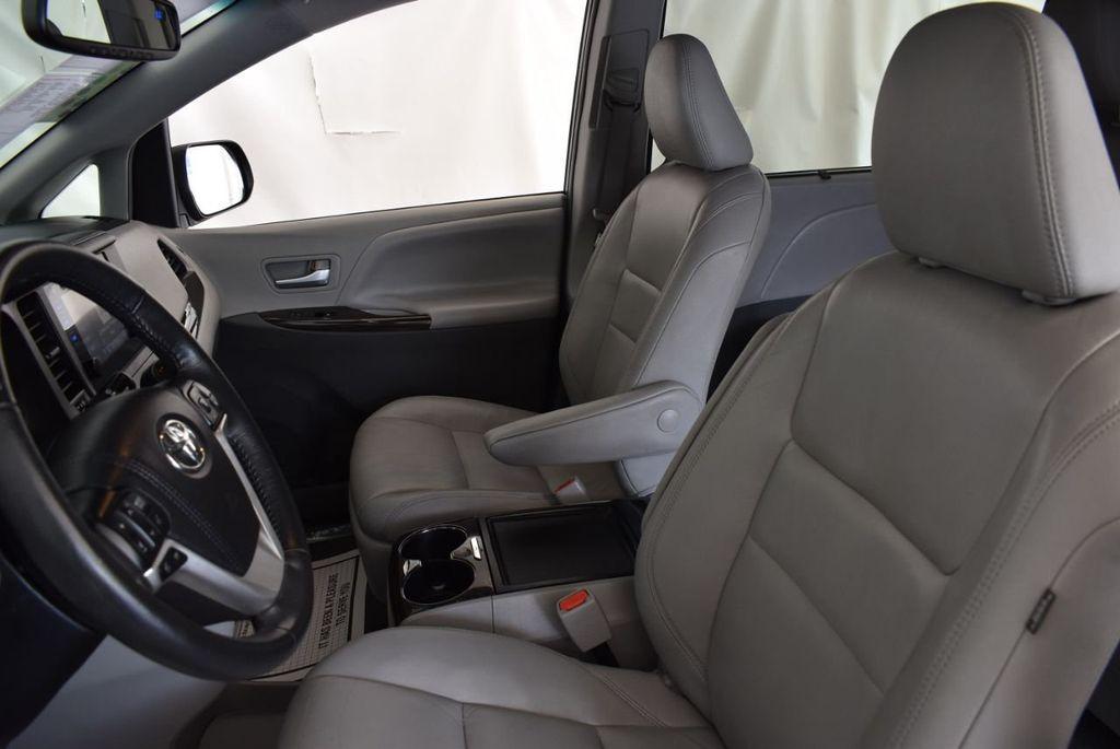 2017 Toyota Sienna L FWD 7-Passenger - 18093602 - 12