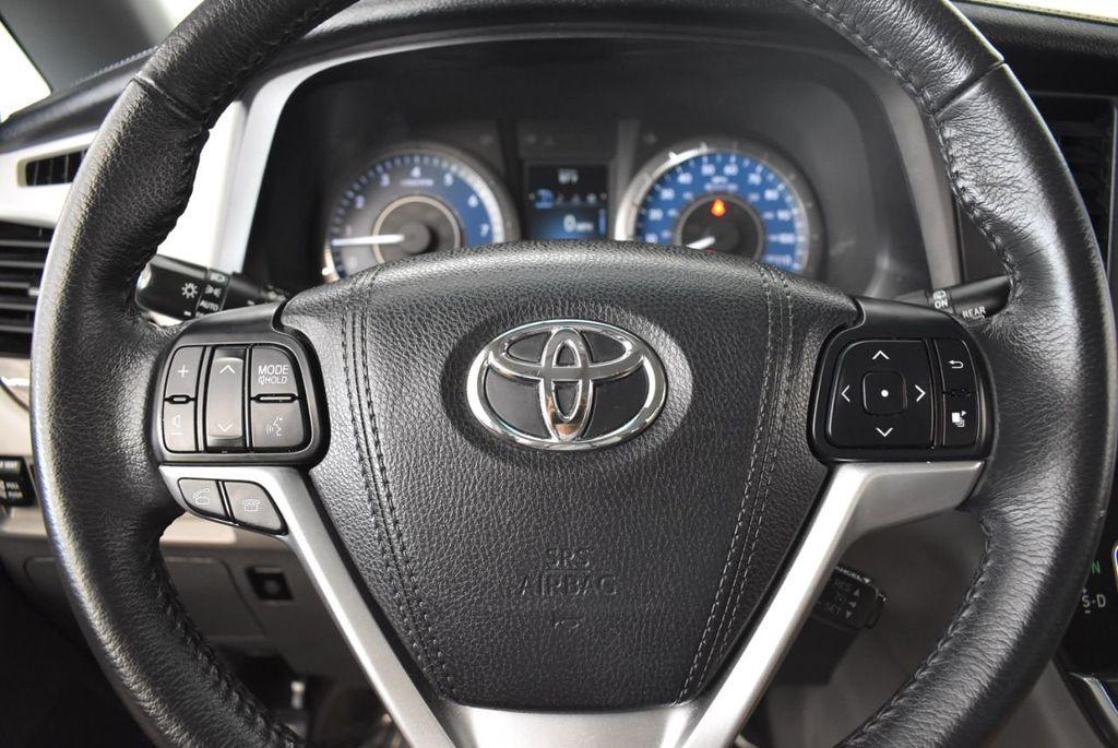 2017 Toyota Sienna L FWD 7-Passenger - 18093602 - 16