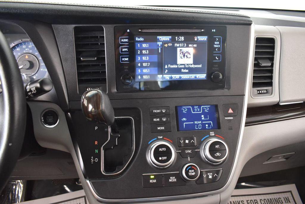 2017 Toyota Sienna L FWD 7-Passenger - 18093602 - 19