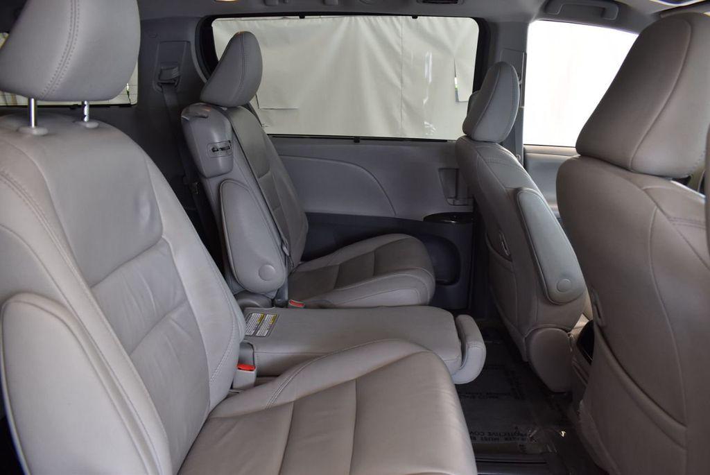 2017 Toyota Sienna L FWD 7-Passenger - 18093602 - 20