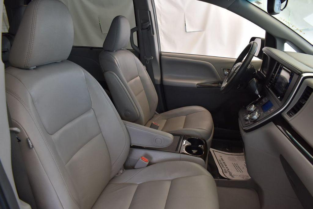 2017 Toyota Sienna L FWD 7-Passenger - 18093602 - 22