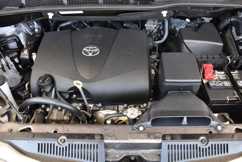 2017 Toyota Sienna L FWD 7-Passenger - 18093602 - 23