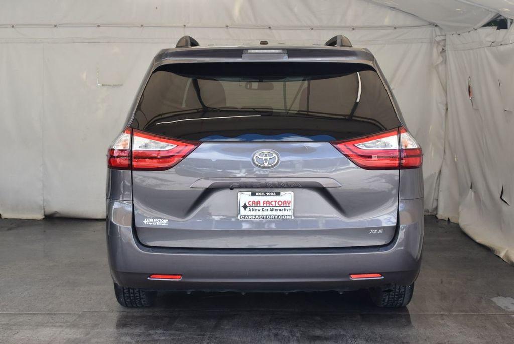 2017 Toyota Sienna L FWD 7-Passenger - 18093602 - 5
