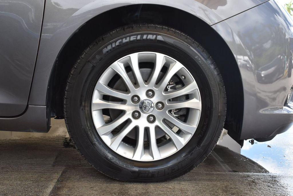 2017 Toyota Sienna L FWD 7-Passenger - 18093602 - 6