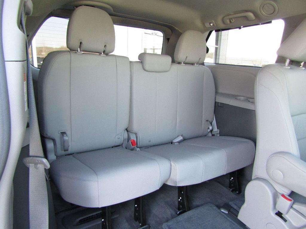 2017 Toyota Sienna XLE AWD 7-Passenger - 17589024 - 10