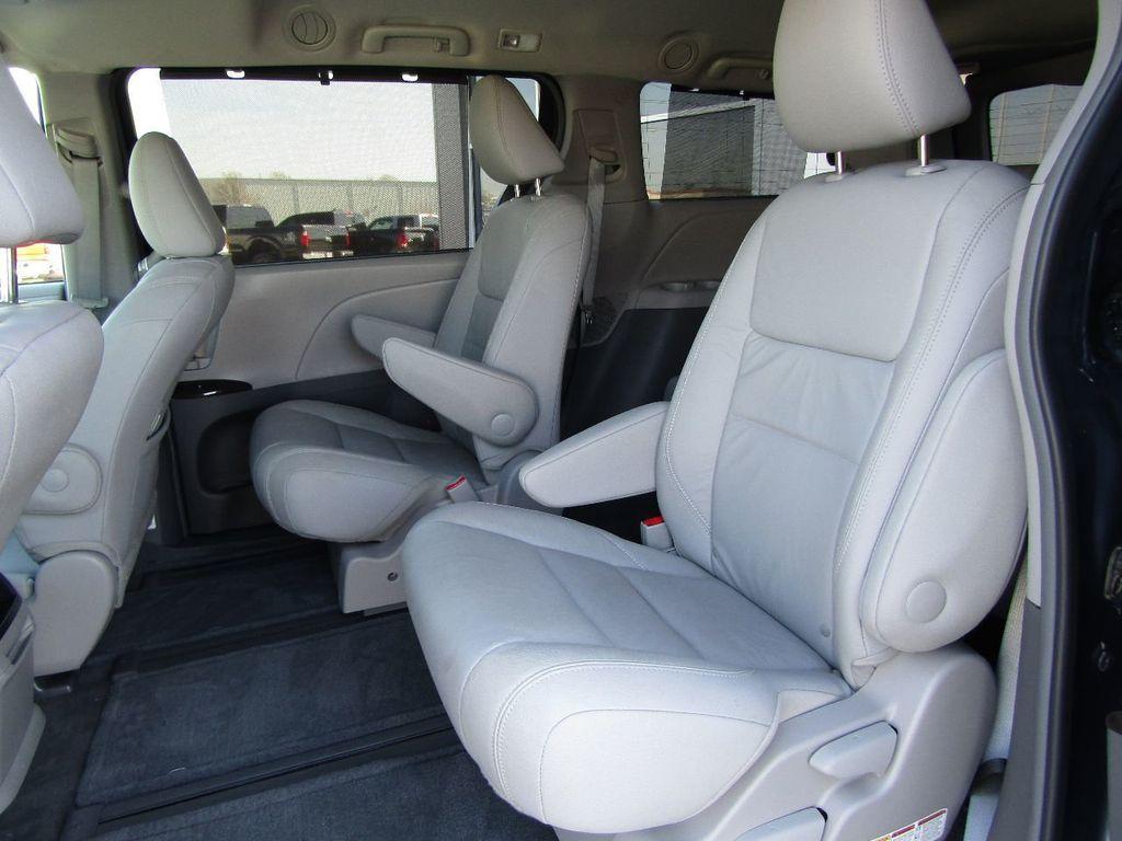 2017 Toyota Sienna XLE AWD 7-Passenger - 17589024 - 12