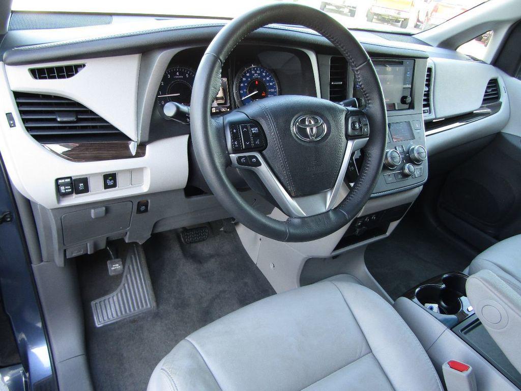2017 Toyota Sienna XLE AWD 7-Passenger - 17589024 - 13